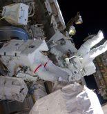 Los astronautas inician un paseo espacial